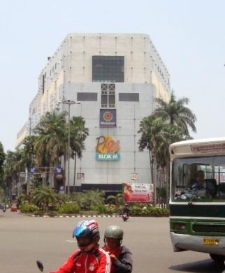 Di Lokasi Bisnis Yang Blok M Plaza Jakarta